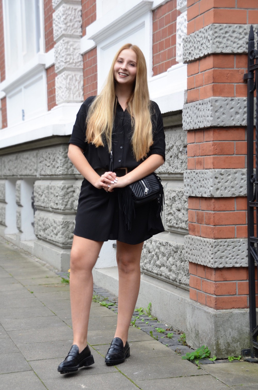all black H&M bag Lisa Schnatz