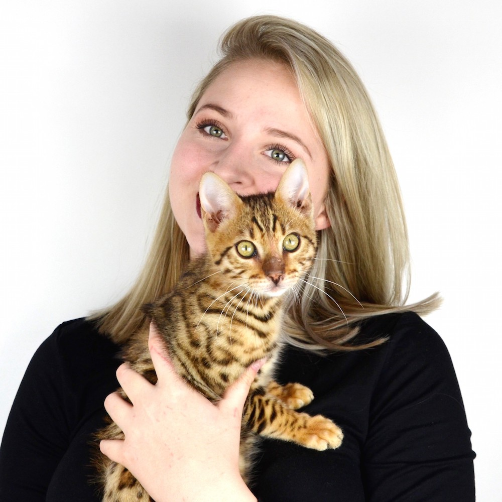 Lisa Schnoz with cat